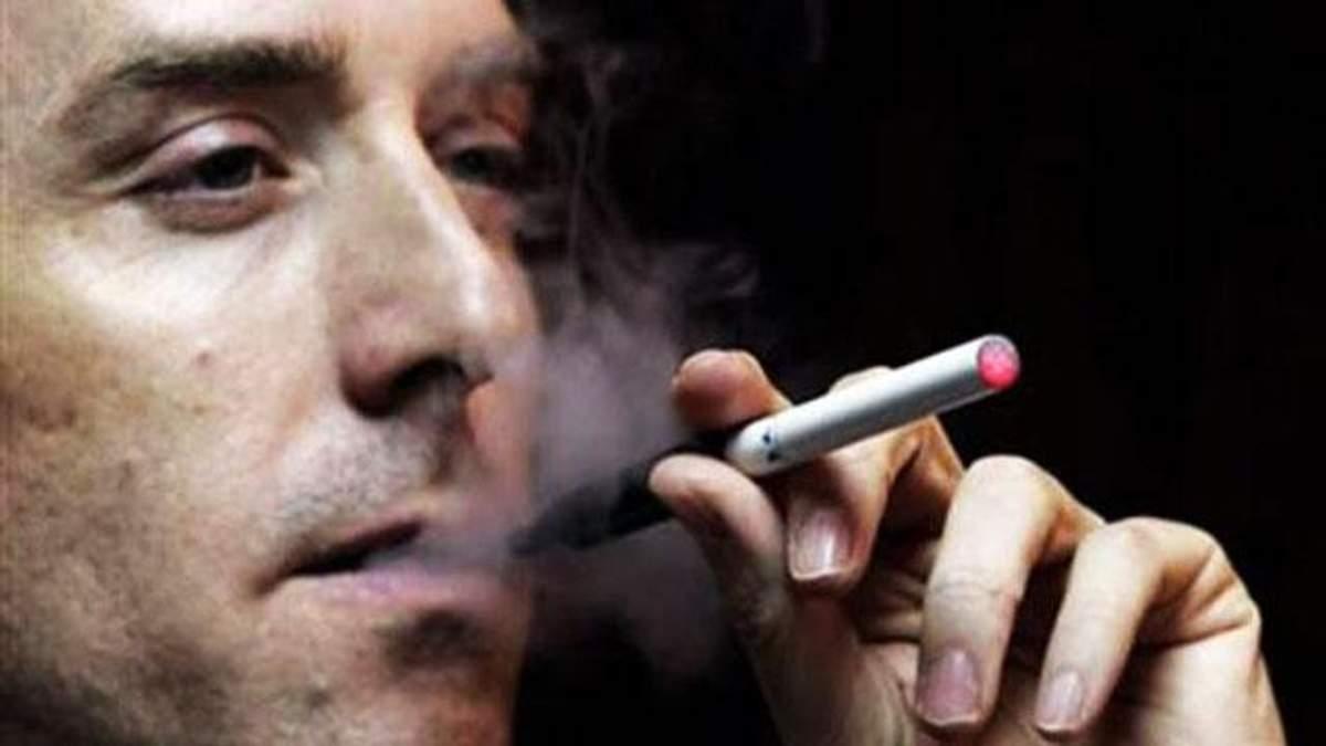 Курение электронной сигареты