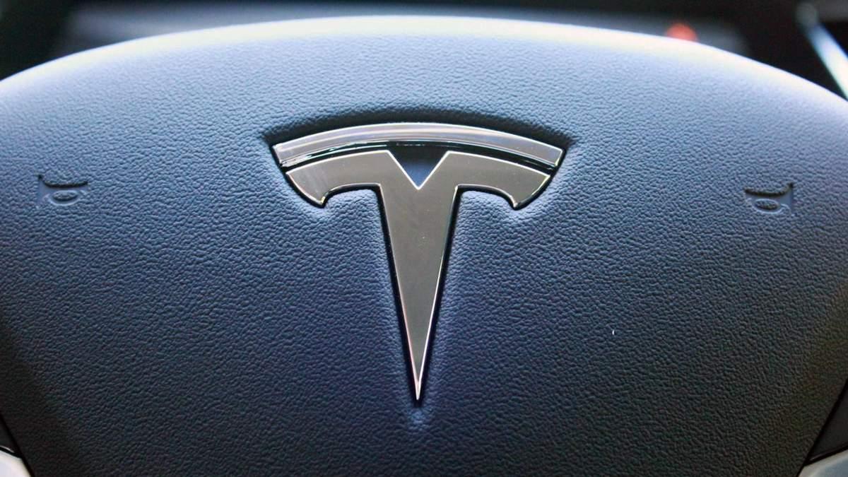 Tesla планирует выпустить акции на 2 млрд долларов