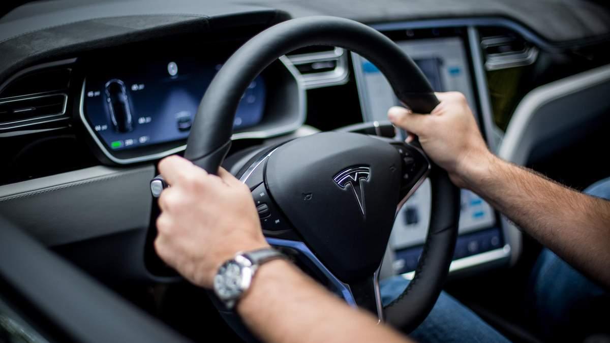 Акції Tesla не рекомендують поки купувати
