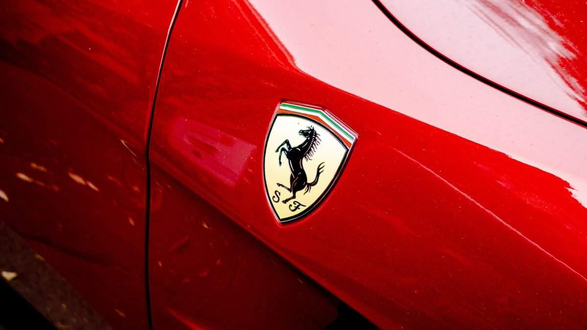 Гендиректор Ferrari ушел в отставку – акции компании упали
