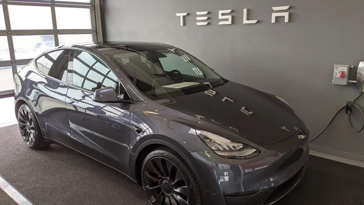Tesla почала продавати в Китаї спортивні позашляховики Model Y: ціна