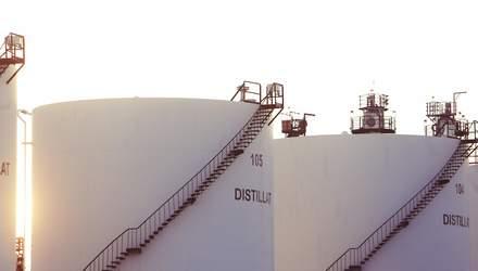 Ціни на нафту впали на тлі зростання запасів сировини в США: ринки бояться нового колапсу