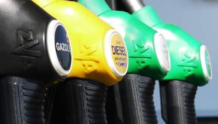 Ціни на нафту падають попри різке скорочення видобутку сировини: що це означає для ринку